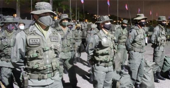 Venezuelan soldiers preparing for deployment are pictured.